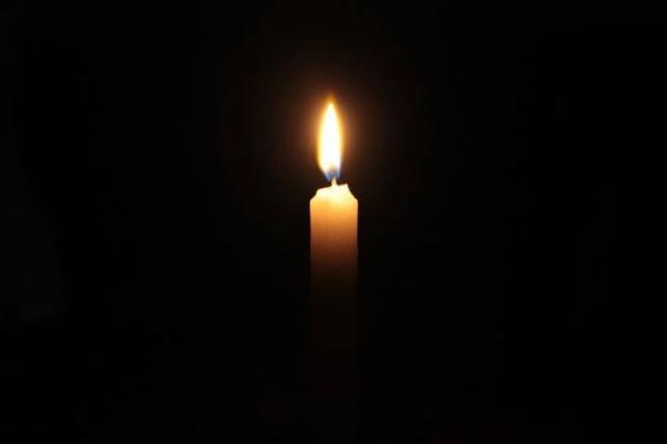 candela-nel-buio